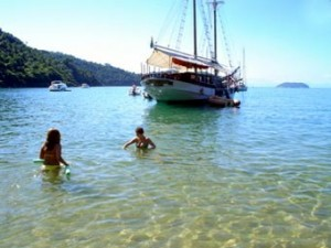 Paraty   praias de paraty 209 300x225 Confira as praias próprias e impróprias para o banho em Paraty, Angra e Ilha Grande
