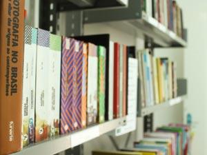 biblioteca-laranjeiras-pol-