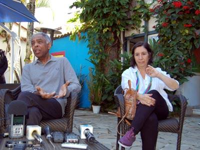"Gil e Regina Zappa, autora de ""Gilberto Bem Perto"""