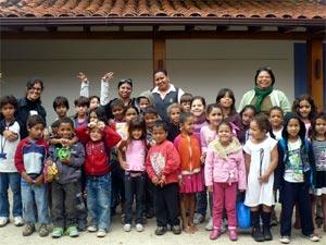 Alunos e professoras da E. M. Teóphilo Rameck - Foto: blog da escola