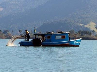 Pesca com rede na Barra Grande - Foto: ©POL