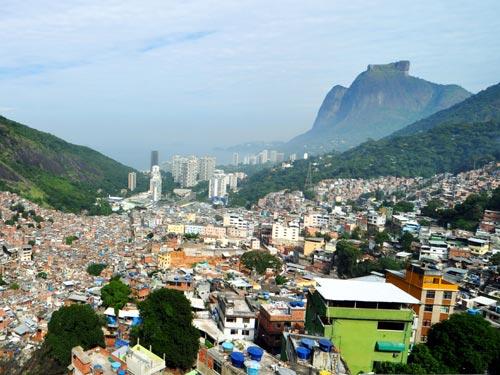 Vista deslumbrante desde a comunidade da rocinha, na cidade maravilhosa