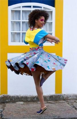 Modelo do Projeto D-IN (Criciúma-SC) para o catálogo da Mostra de Moda e Design 2013