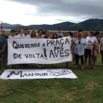 Em ato pacífico de repúdio a crime ambiental, moradores de Paraty abraçam o mangue da Terra Nova