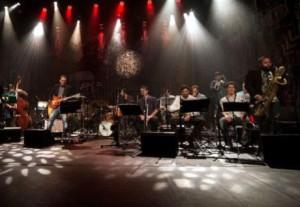 2-estacoes-musicais-paratyE